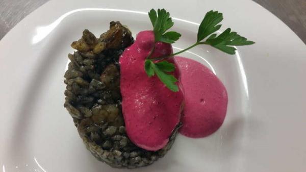 arroz negro con alioli rosa