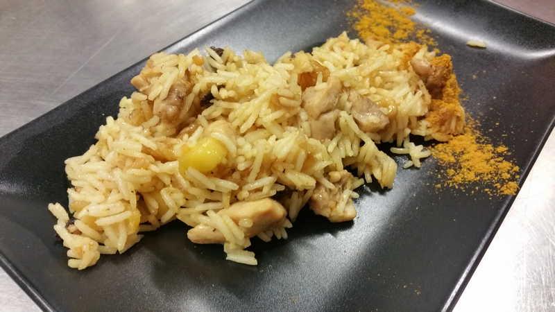 Arroz basmati salteado con pollo al curry frutos secos y manzana - Arroz salteado con pollo ...